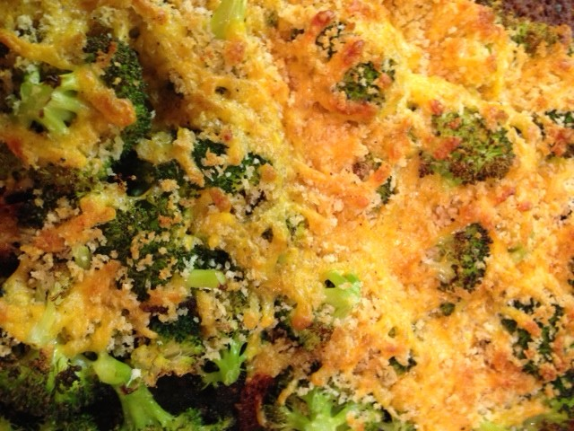 Roasted Broccoli with Cheddar Cheese and Breadcrumbs